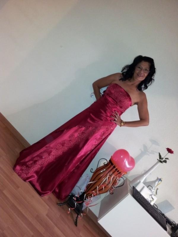 rode trouwjurk van Nila