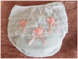 Wit roze luierbroekje - kant en roosjes