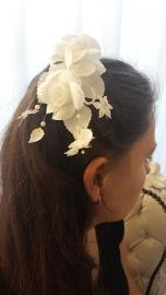 stoffen bloem voor communie - bruidskapsel