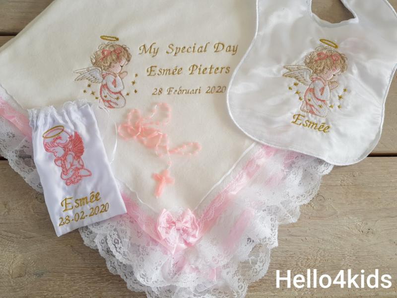 Roze meisjes doopdeken Biddend Engeltje Nu gratis zakje met rozenkrans