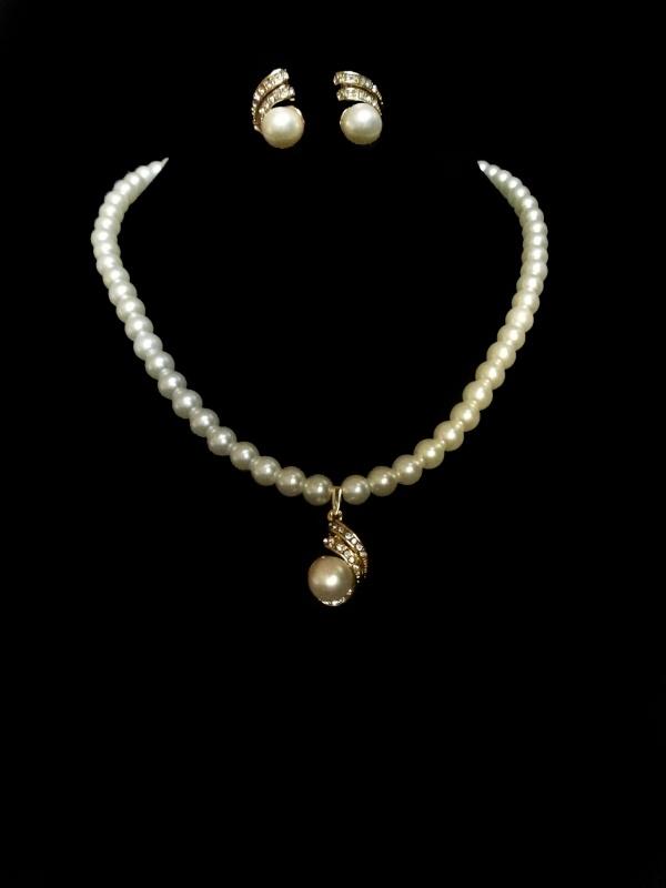 Gala / bruidsketting met oorbellen parels