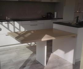 Strak moderne tafel - keukenaanbouw