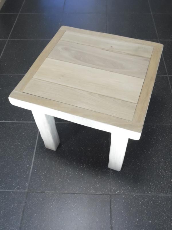 Bijzet tafel massief vierkant