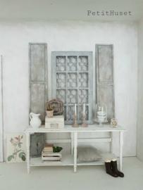Oud raam met Rooster
