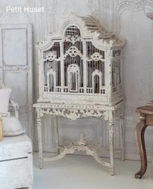Antieke, Brocante Vogelkooi op Tafel
