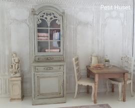 """ Antieke "" Cabinet"