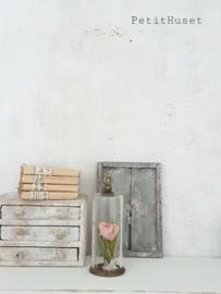 Oude Cillinder met bloem.