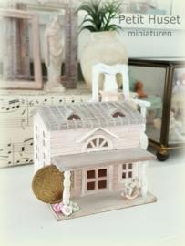 Speelhuisje voor de miniatuur kinderen