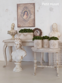 Brocante Jardiniere met Ornamentjes
