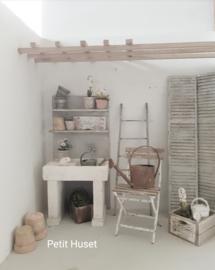 Oude Gootsteen met Achterwand en Plankjes