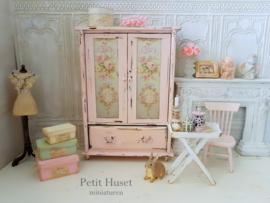 Brocante romantische Roze Kast