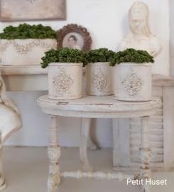 Brocante Gevulde Pot met Ornamentje