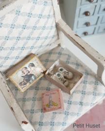 Oud Schoenendoosje met Baby Schoentjes