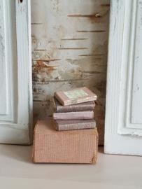4 Oude Roze/creme  Boekjes
