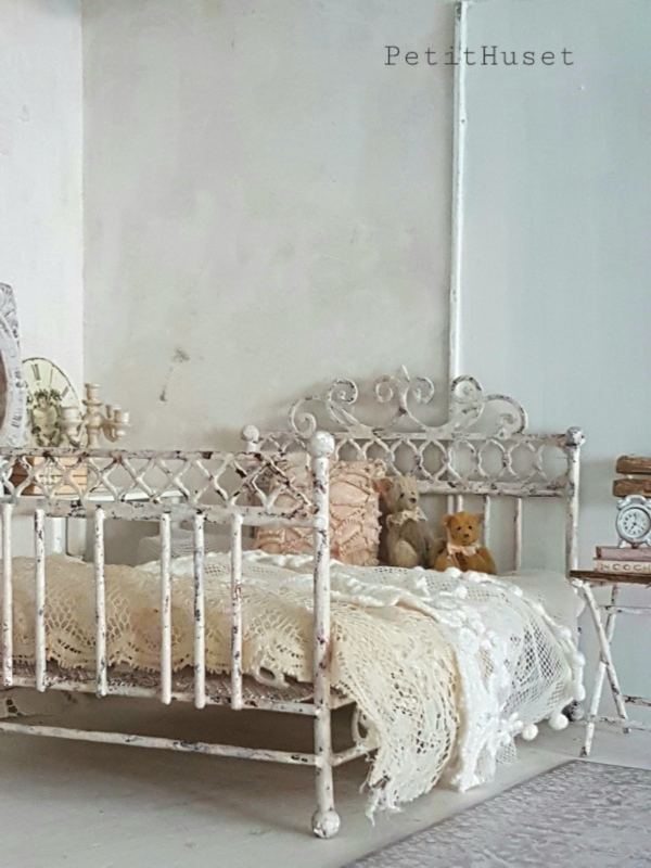 Brocante Metalen Bed.Brocante Frans Bed Verkochte Miniaturen Sold Out Petit Huset
