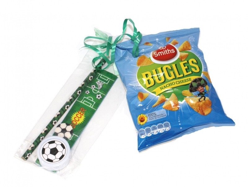 Chips of popcorn met voetbal tekenset
