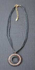 Stephisimo - Handgemaakte Ketting met Ronde Hanger - Toho Art Grijs - Bruin ( KK-ST-1904)