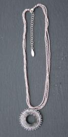 Stephisimo - Handgemaakte Ketting met Ronde Hanger - Toho Art Roze (KK-ST-02)