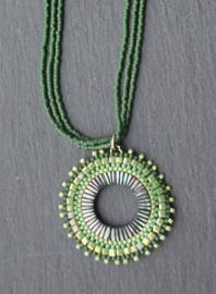 Stephisimo - Handgemaakte Ketting met Ronde Hanger - Toho Art - Groen ( KK-ST-1903)