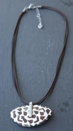 Culture Mix - Ketting met handgemaakte kokosnoot en hars hanger - Astrid (KK-CM-1901)