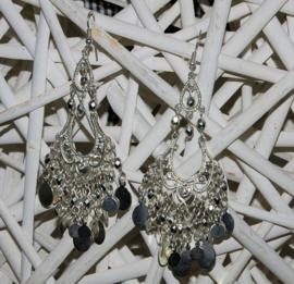 Zilverkleurige lange oorbellen