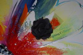 Zwarte stoffen broche