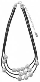 Zwarte ketting met zilverkleurige hangers