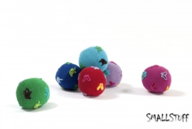 SmallStuff Design. Zachte speelgoedbal met vlindertjes patroon roze