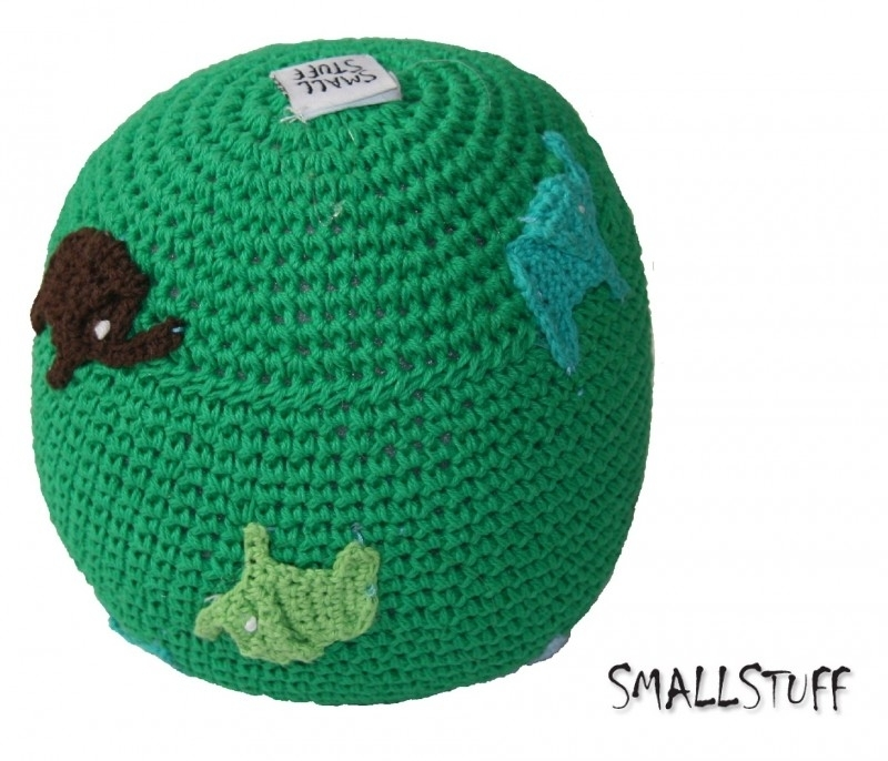 SmallStuff Design. Zachte speelgoedbal met olifantjes patroon groen