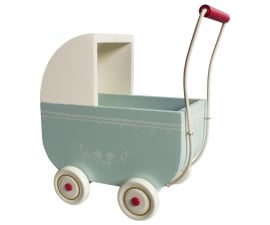 Maileg wandelwagen large, light blue incl. beddengoed