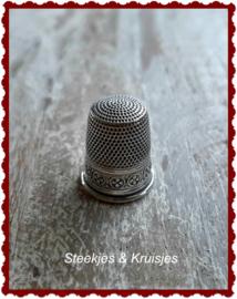 Zilveren vingerhoed no. 2