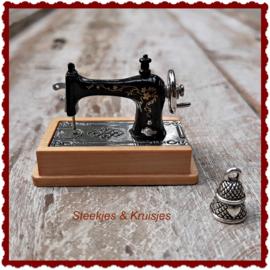 Miniatuur naaimachine