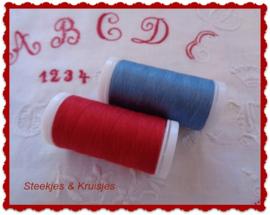 Naaigaren rood en blauw
