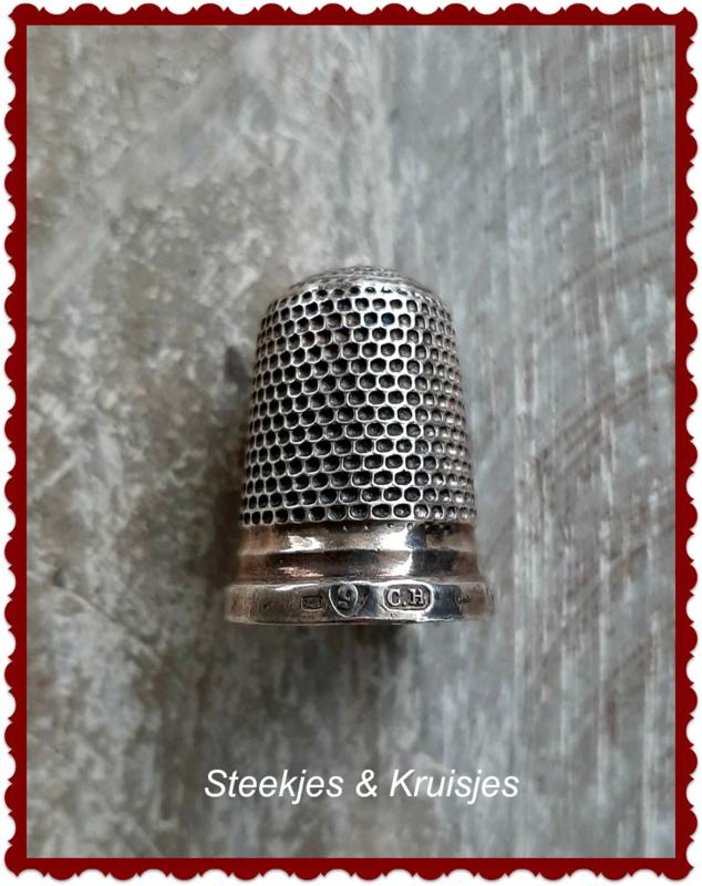 Zilveren vingerhoed no. 4