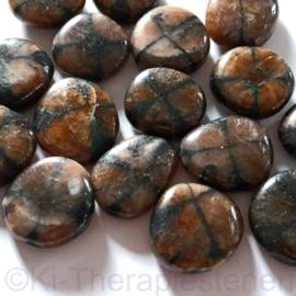 Kruissteen, Chiastoliet, platte edelsteen p.st. * ( ø. ca 2,5 cm)