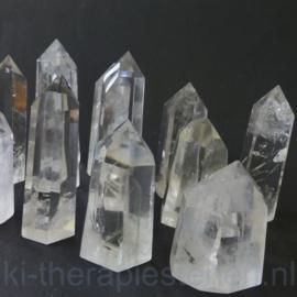 Bergkristal met generatorpunt L. 5 cm, B. 4 cm.