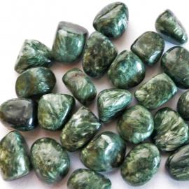Serafeniet, (Klinochloor) trommelstenen (M-L) p.st.