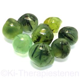 Prehniet gifgroen mét Epidoot  trommelsteen (M)  per st.*