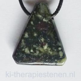 Eudialiet geboorde hanger driehoekige vorm