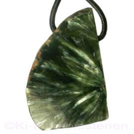 Serafeniet (Klinochloor) hanger Groot 4,8 cm