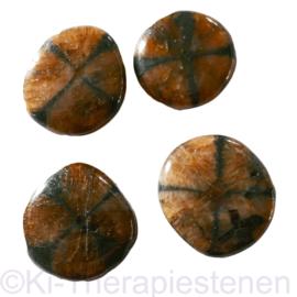 Kruissteen, Chiastoliet, platte edelsteen p.st. ( ø ca. 3 cm)