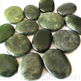 Nefriet, Jade, Extra kwaliteit (Canada)  platte edelsteen per st.
