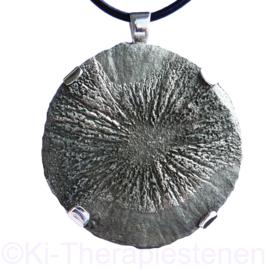 Pyriet zon A- kwaliteit hanger in zilver gevat ø 5,5 cm  1x uniek ex.