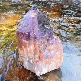 Amethist kristalpunt A-Q. Brazilië, hoogte  35 cm, 7 kg.