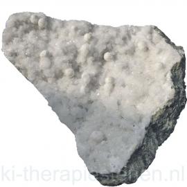 Okeniet kristallen op matrix, ruim 1 kg.