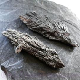 Kyaniet Zwart- Distheen (Brazilië) Lengte  9 cm.