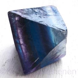 Fluoriet,  regenboog Jumbo oktaeder ø 5 cm blauw-paars 1x uniek ex.