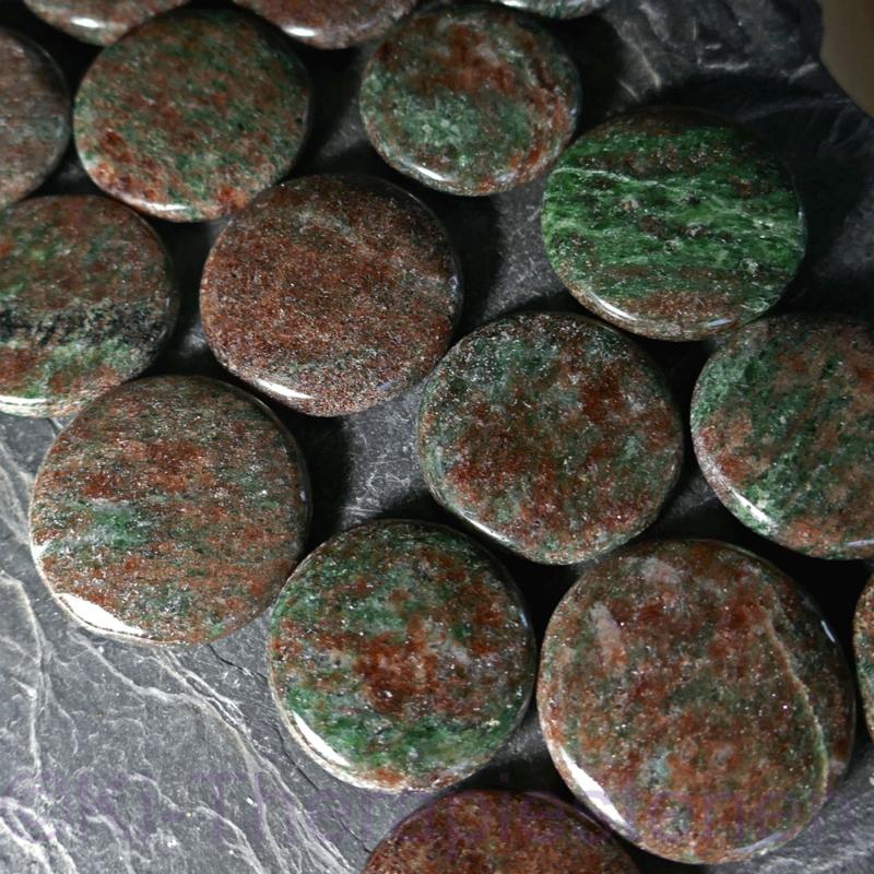 Eklogiet A-kwaliteit  platte edelsteen per st.*