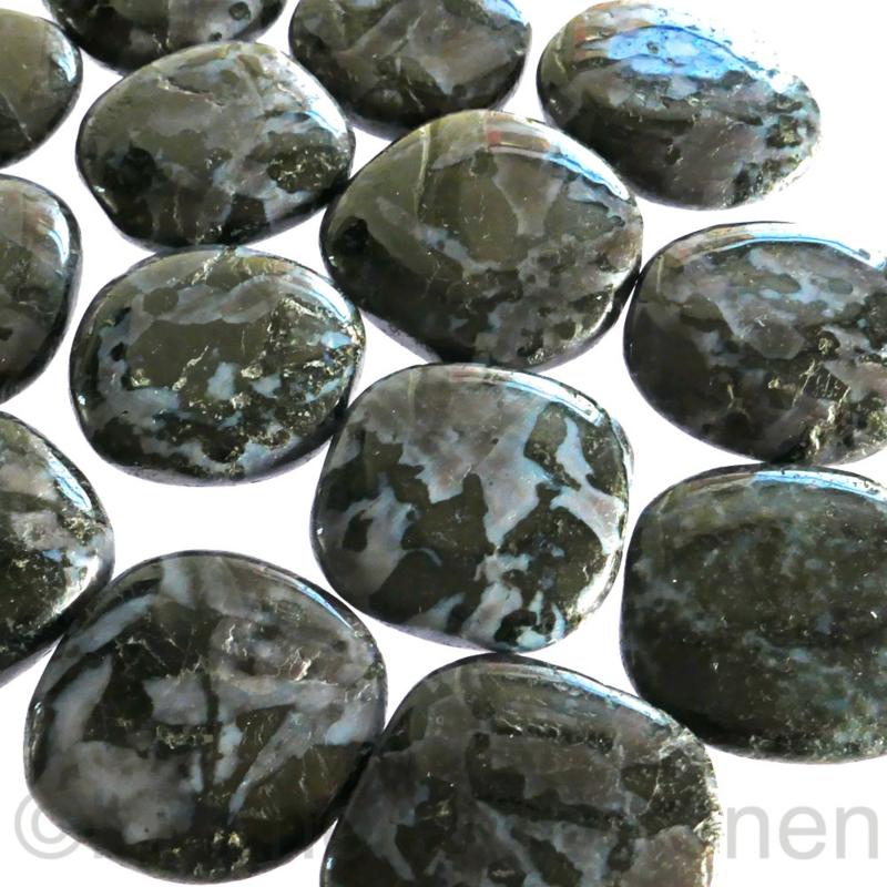 Gabbro Basalt Blackstone  platte steen per st.*