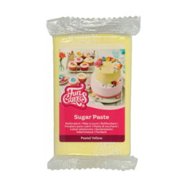 Pastel Yellow  Funcakes Rolfondant 250 Gram